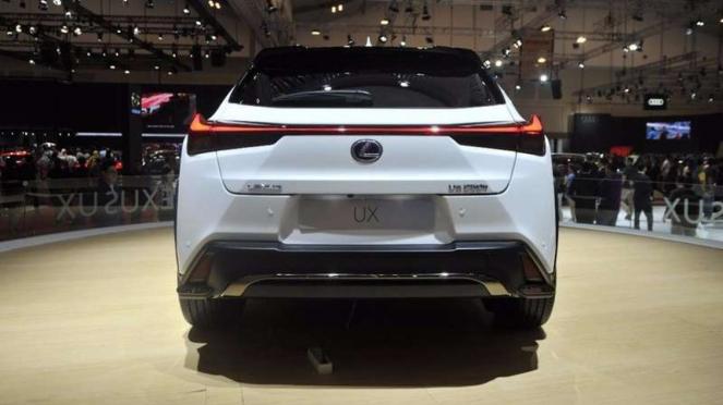 Lexus UX di GIIAS 2018.