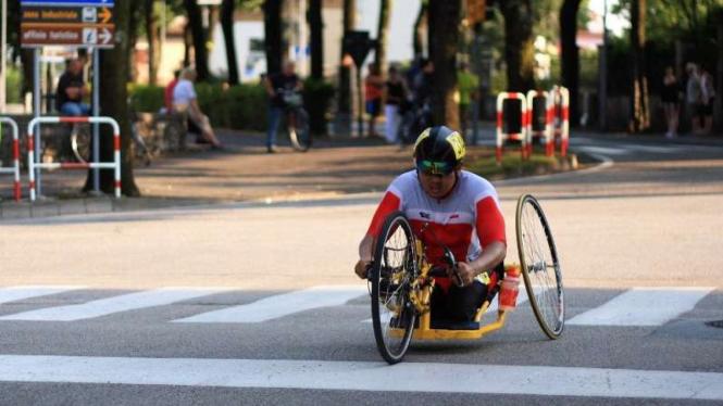 Aksi atlet Para Cycling Indonesia pada ajang Kejuaraan Dunia di Maniago, Italia