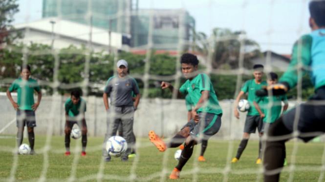 Timnas Indonesia U-16 berlatih tendangan penalti