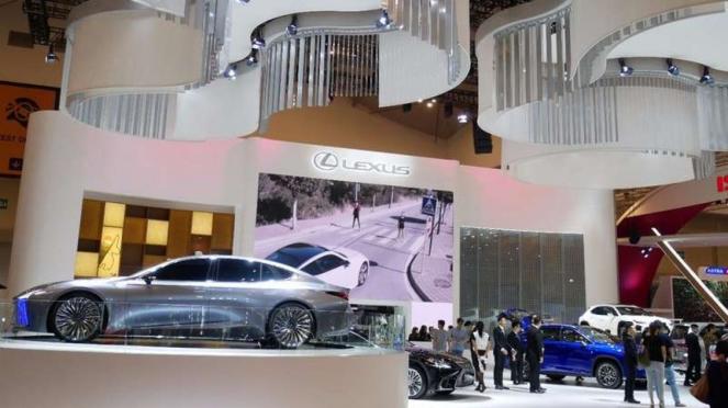Booth mewah Lexus di GIIAS 2018.