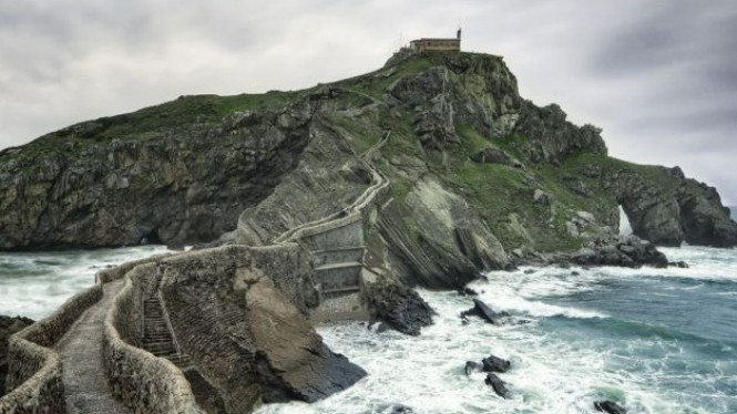 Di film Game of Thrones, lokasi ini bernama Dragonstone.