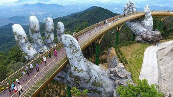 Cau Van Golden Bridge.