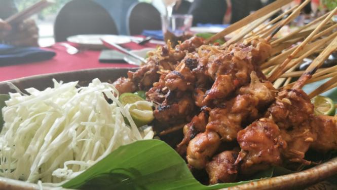 Sate ayam di Sailendra Restaurant, JW Marriott Jakarta.
