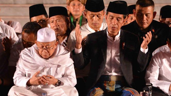 Presiden Joko Widodo (kanan) dan Ketua MUI, Ma'ruf Amin (kiri)