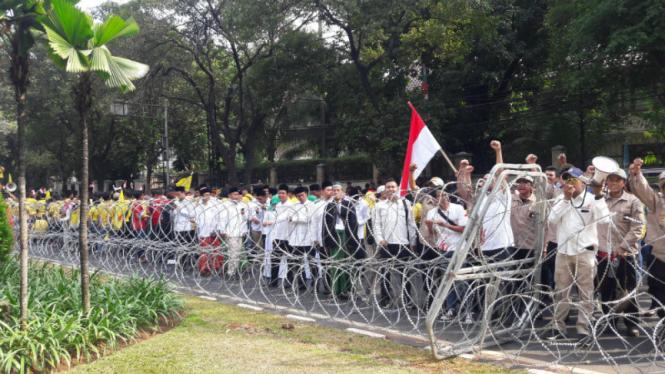 Massa Jokowi-Ma'ruf di KPU.