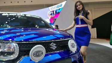 Dita Permatasari, usher salah satu merek otomotif di GIIAS 2018.
