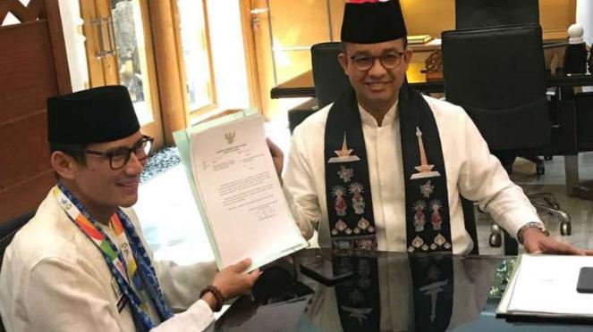 Sandiaga uno dan Gubernur DKI Jakarta Anies Baswedan.