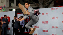 https://thumb.viva.co.id/media/frontend/thumbs3/2018/08/10/5b6d62a9084ea-iko-uwais-hadiri-premier-film-mile-22-di-as_213_120.jpg