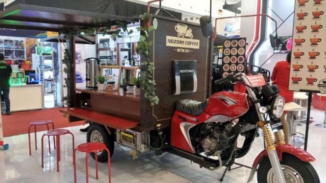 Motor roda tiga Nozomi dirombak untuk berjualan kopi.