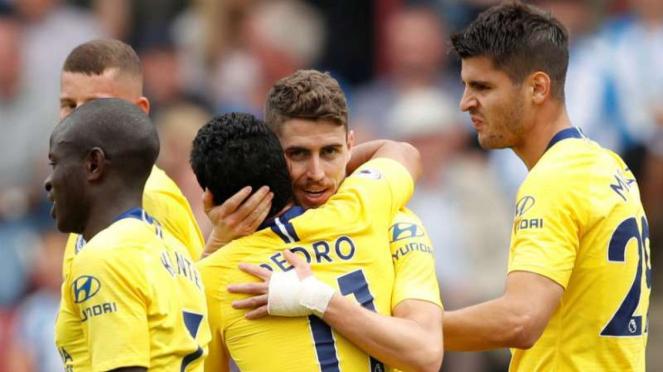 Pemain Chelsea rayakan gol Jorginho.