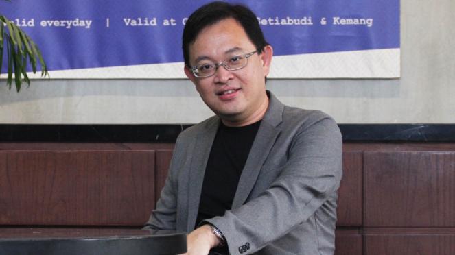 Direktur Utama OVO Adrian Suherman