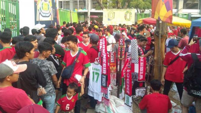 Suasana suporter Timnas Indonesia U-23.