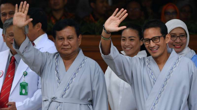 Prabowo Subianto dan Sandiaga Uno usai pemeriksaan awal tes kesehatan di RSPAD.