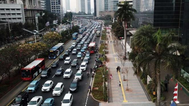 Trotoar di jalan Jenderal Sudirman