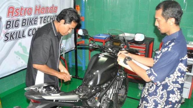 Kontes teknisi AHM di Bandung, Jawa Barat.