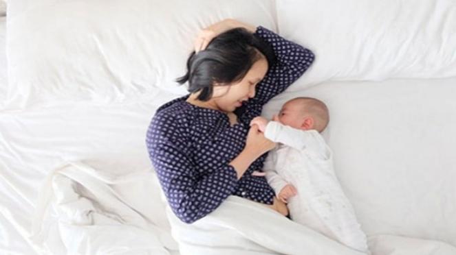 Ilustrasi ibu dan bayi.