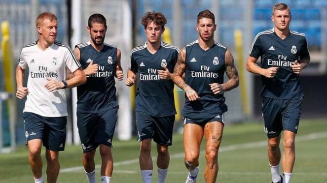 Para pemain Real Madrid dalam sesi latihan