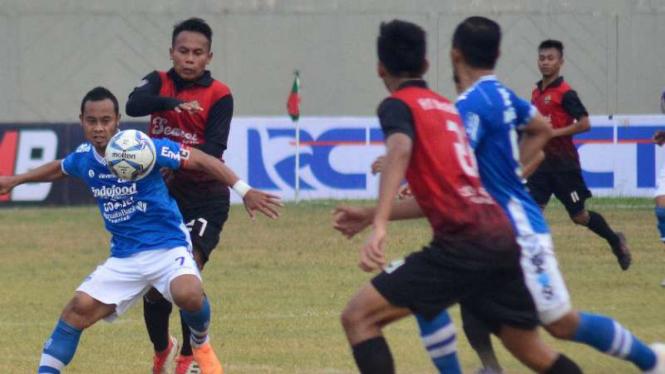 Duel PSKC Cimahi vs Persib Bandung.