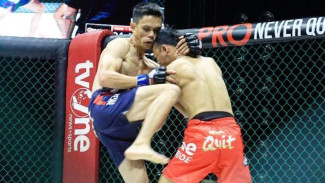 Duel Syamsul Huda versus Billy Pasulatan (biru) di One Pride Pro Never Quit