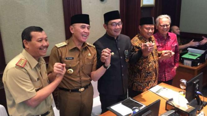 Gubernur terpilih Jawa Barat, Ridwan Kamil (ketiga dari kiri).