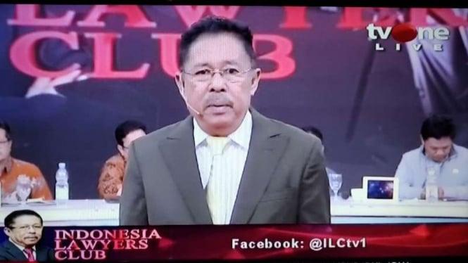 Pemimpin Redaksi tvOne Karni Ilyas sedang memandu acara ILC.