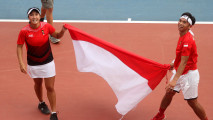 https://thumb.viva.co.id/media/frontend/thumbs3/2018/08/25/5b813af1c5c54-christopher-rungkat-aldila-sutjiadi-rebut-emas-tenis-asian-games-2018_213_120.jpg