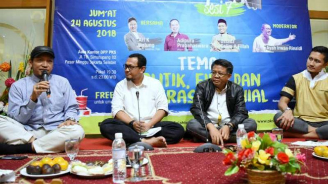 Presiden PKS Sohibul Iman (dua dari kanan)