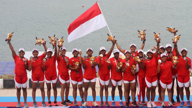 Perahu Naga Beregu Putri Indonesia Raih Perak