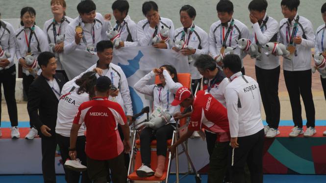 Tangis Yo Seul Choi Warnai Upacara Pemberian Medali Emas Perdana Korea Bersatu