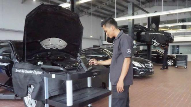 Ruang servis diler baru Mercedes-Benz di Palembang