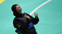 https://thumb.viva.co.id/media/frontend/thumbs3/2018/08/27/5b83fb3375061-pesilat-monita-sarah-raih-emas_213_120.jpg