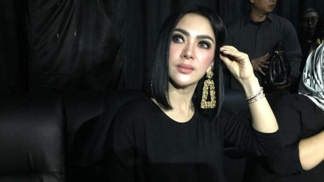 Gunting Rambut Pendek Syahrini Berencana Hijrah