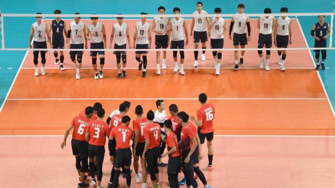 Timnas voli putra Indonesia saat melawan Korea Selatan