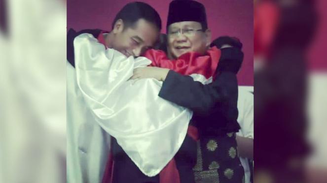 Pesilat Peluk Jokowi dan Prabowo