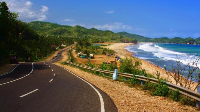 Pantai Soge di Pacitan yang mirip Great Ocean Road.