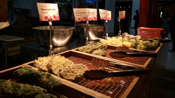 Aneka tempura di Hanamaru Udon.