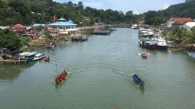 Festival Selaju Sampan di Sungai Batang Arau, Seberang Palinggam, Padang Selatan