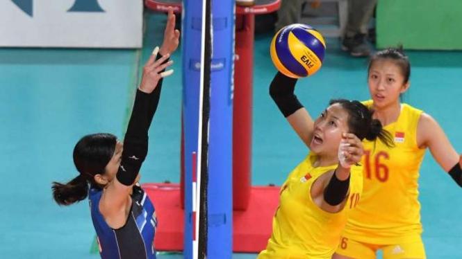 Timnas voli putri China (kuning) meraih medali emas Asian Games