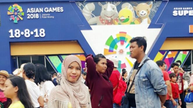 Neno Wulan, pengunjung Asian Games Official Merchandise Superstore