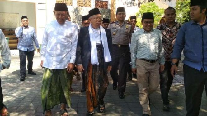 KH Ma'ruf Amin usai berziarah di makam leluhur NU.