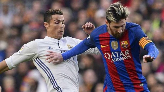 Cristiano Ronaldo (kiri) saat masih membela Real Madrid dan Lionel Messi (kanan)