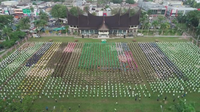 Ribuan Warga Padang Ikuti Tari Gemu Famire