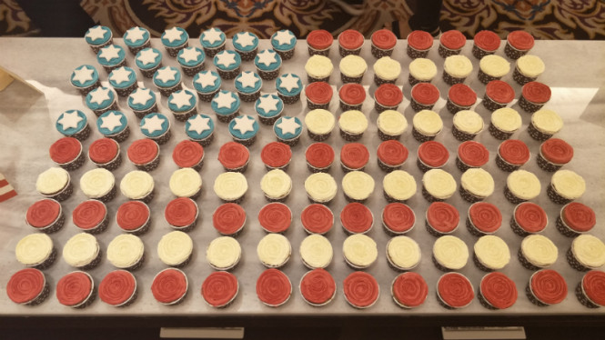 Cupcakes berbentuk bendera AS.