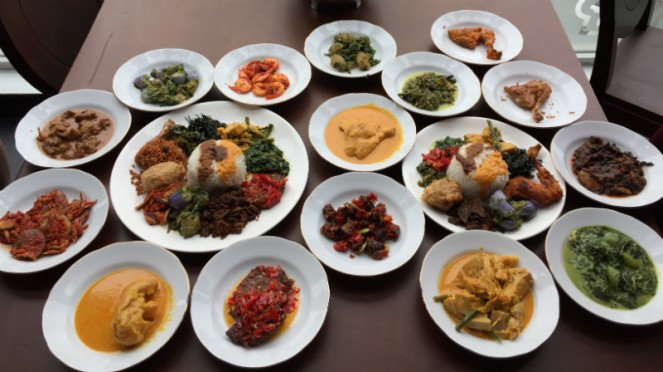 Restoran Padang Sepiring Berdua di Kelapa Gading.
