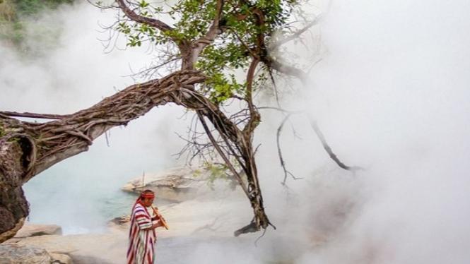 Sungai dengan air yang mendidih di sungai Amazon.