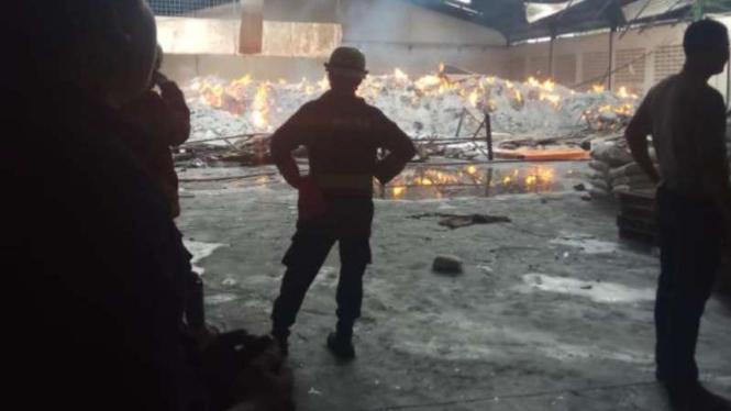 Gudang Plastik Di Tasikmalaya Terbakar