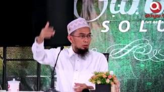 Ustaz Adi Hidayat saat memberikan klarifikasi di Channel Akhyar TV