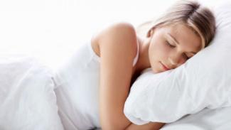 Ilustrasi wanita tidur.