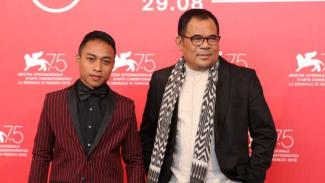 Muhammad Khan (kiri) dan Garin Nugroho di The 75th Venice International Film Festival.