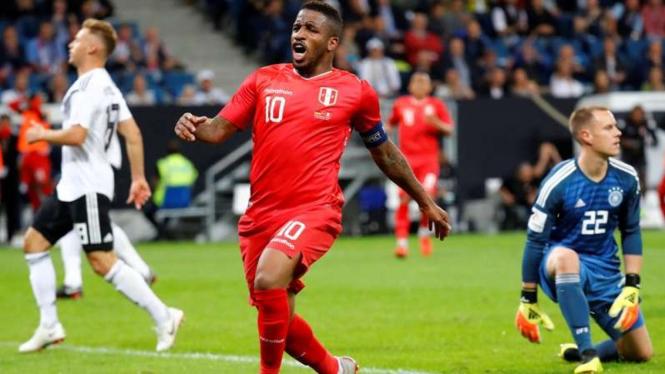 Selebrasi gol pemain Peru usai bobol gawang Jerman
